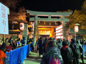 西宮神社赤門前