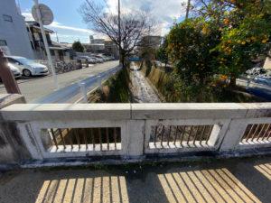 京都の路地の細い橋