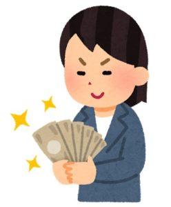 お金を見て、ニヤつく女性